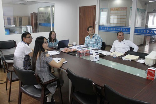 惠合同事与委内瑞拉奶酪生产线客户洽谈工艺